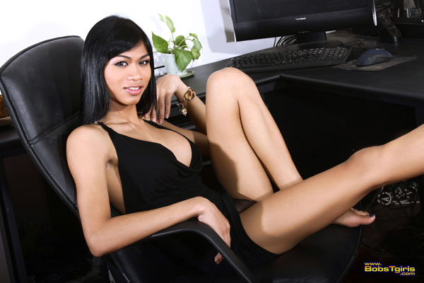Asian Ladyboy Nikki at Bob's Tgirls!