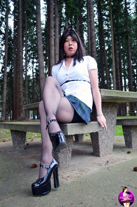 Krissy4u - Naughty Asian Tgirl - Leg Pictures!