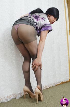 t krissy4u 049 Asian Ladyboy Krissy Strips Off Her Pantyhose!