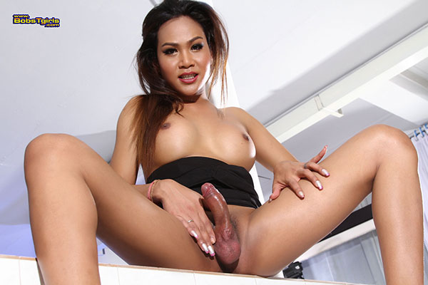 t asia ladyboy wanda 01 Asia Ladyboy Wanda Has Some Carrots On Bobs Tgirls!