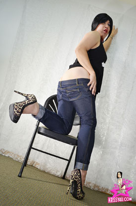 t krissy kyung asian ladyboy 02 Asian Ladyboy Krissy Kyung In Jeans And Heels On Her Site!
